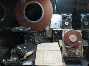 Жесткие диски и их история в музее в Екатеринбурге